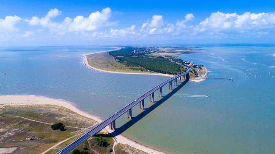 Il y a tout juste cinquante ans cette année, l'île de Noirmoutier se voyait enfin reliée au continent par un pont flambant neuf; @ Stéphane Batigne/Wikipedia