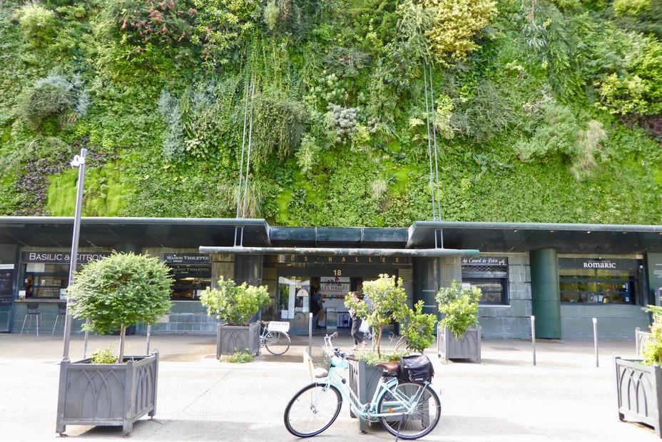 La façade des Halles végétalisée de Patrick Blanc. @C.Gary
