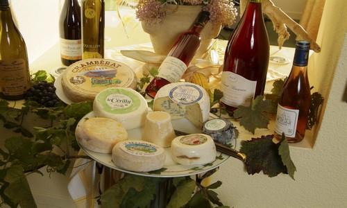 Présentation vins et fromages ferme Saint-Sébastien à Charroux (Crédit Photo ANDRE Patrick / CDT 03)