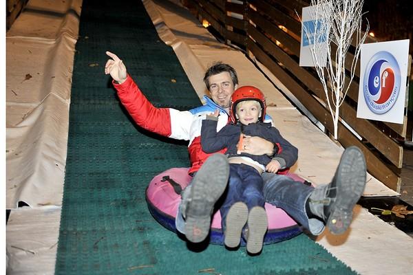 La place Saint-Sulpice transformée en piste de luge pour les enfants (Photo Thibault Vanney)