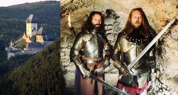 Tous les ans, un cortège royal part de Prague pour rejoindre le  plus connu des châteaux royaux tchèques. La reconstitution historique s'achève par un tournoi pour le titre de Chevalier de Bohème. (Crédit photo 1 David Raynal ) -  2/ Groupe Gobaro (Crédit Photo www.radio-cz))