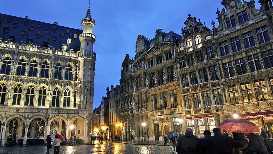 La Grand-Place de Bruxelles sous la pluie hivernale (Crédit photo David Raynal)