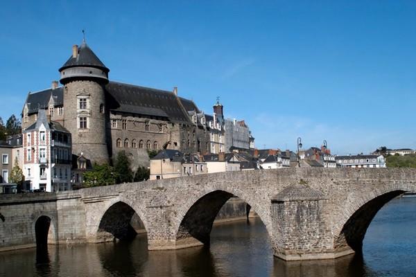 Créé en 1967 à l'initiative des artistes Jules Lefranc et Andrée Bordeaux Le Pecq, premier et seul établissement français consacré à l'Art Naïf, le musée est installé dans un magnifique monument historique (Crédit Photo DR).