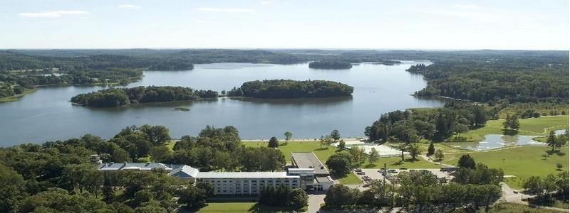 Le lac de Pühajärv est également un lieu de promenade incontournable et situé à quelques pas de la ville de Otepää  et non loin du Pühajärve Spa & Holiday Resort Hotel (Crédit photo OT d'Estonie)