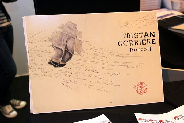 Les éditions Françoise Livinec publient un album inédit de 30 feuillets de textes et de peintures créé par le poète Tristan Corbière (1845-1875) à la fin des années 1860. Ce manuscrit, que l'on croyait perdu, a appartenu à Jean Moulin (Crédit photo D.R.).