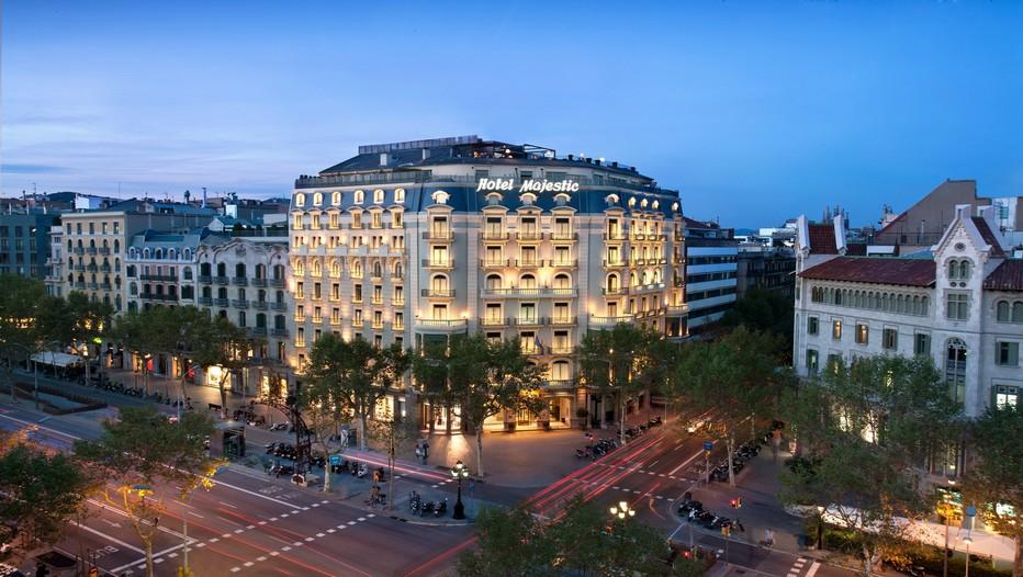 Situé dans un immeuble de style néoclassique, en plein cœur du Paseo de Gracia, emplacement clé de toutes les boutiques de mode et de joaillerie, le Majestic Hotel & Spa est un des établissements hôteliers de la capitale catalane les plus riches en histoire (Crédit Photo DR)