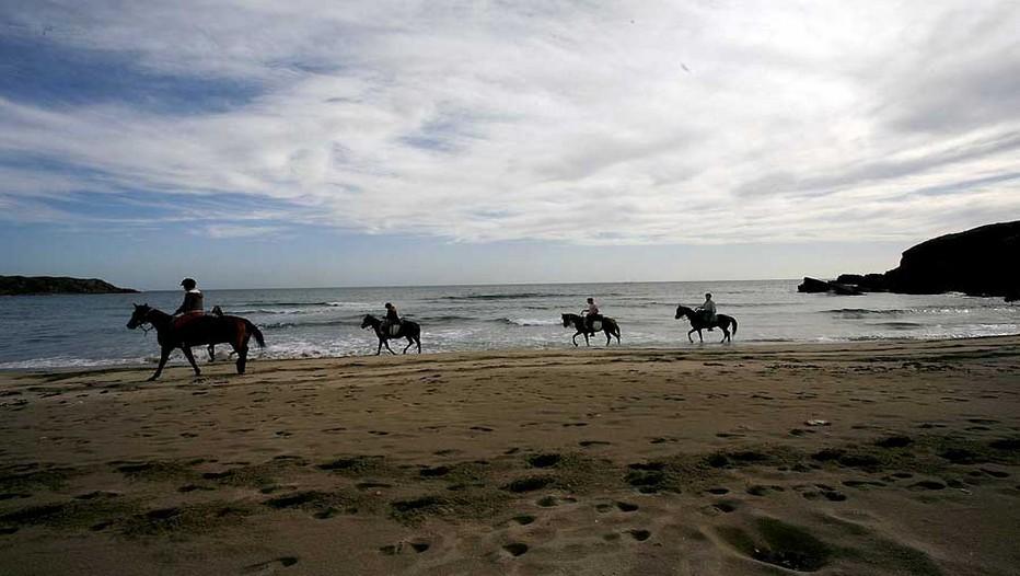 Randonnée à cheval au bord de la mer noire (Bulgarie) (Crédit Photo DR)