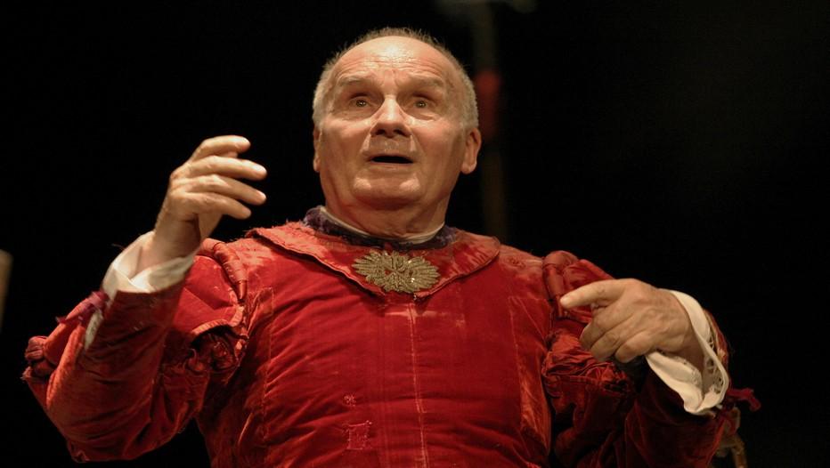 """Michel Bouquet qui incarne avec brio le roi Béranger 1er dans la pièce de Ionesco """"Le roi se meurt"""" actuellement au Théâtre Hébertot (Crédit Photo Lot)"""