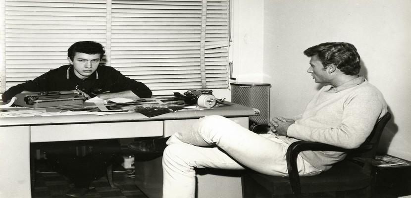 Dans son bureau, Jean-Claude Berthon côtoya des artistes en devenir… à l'instar de Johnny Hallyday. (Crédit photo : B. Lampard - J.L. Rancurel - Photothèque)