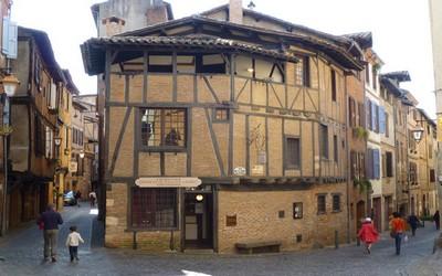 Le charme d'un vieux qartier d'Albi avec ses maisons anciennes (Crédit photo Catherine Gary)