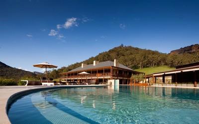 l'Emirates Wolgan Valley Resort and Spa, un hôtel situé dans une réserve naturelle dont les suites de luxe, spas et diverses activités sont respectueuses de l'environnement.(Crédit photo DR)