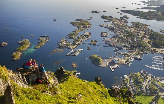 L'été est la saison propice aux randonnées sous le soleil de minuit (Crédit photo Tourism Norway)