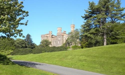 Musique celte live dans le domaine du château de Lewis (Crédit photo DR)