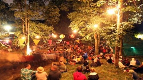 Wilderness, un festival destiné à ceux qui veulent plus que de la musique et propose du théâtre, des débats, des sorties à cheval, un spa et de la haute gastronomie élaborée par le chef Yotam Ottolenghi.(Crédit photo www.wildernessfestival.com)