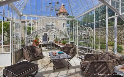 Au Château des Carrasses tout a été transformé en autant de résidences luxueuses. Vingt-huit suites, appartements et villas conjuguent authenticité, élégance raffinée et luxe contemporain.(Crédit photo Les Carrasses)