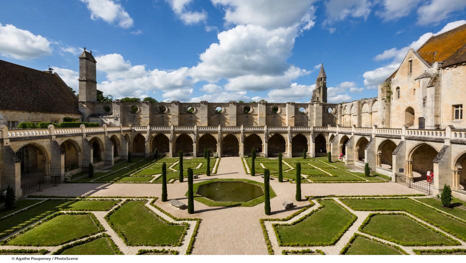 Les magnifiques jardins du cloître de l'Abbaye de Royaumont à Asnières-sur-Oise  dans le Val d'Oise (France) (Crédit photo A.Poupeney - Fondation Royaumont)