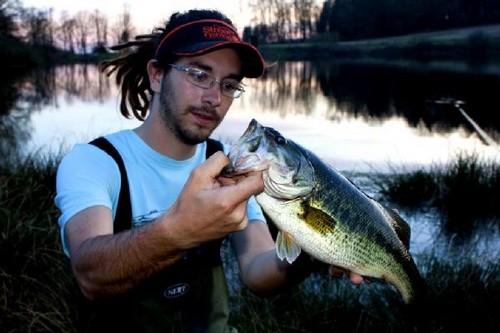 La plupart des étangs sont privés et les carpes, tanches et autres truites sont régulièrement pêchées de manière traditionnelle au moment de l'assec.(Crédit photo ot.Facogney)