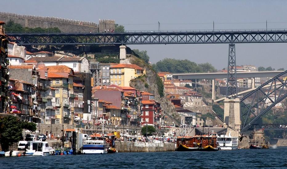 Vue sur le port et la vieille ville de Porto dans le nord du Portugal - (crédit photo David Raynal )