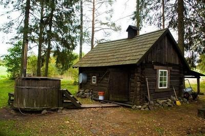 L'une des  expériences les plus originales demeure le sauna à fumée qui est chauffé pendant une demi-journée, et où le sauna lui-même peut durer plusieurs heures (Crédit Photo OT Estonie)