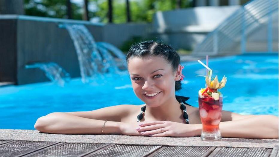 Une belle Estonienne en cure bien-être dans un spa de la ville de Narva. La ville de Narva borde l'Estonie et la Russie.(Crédit photo DR)