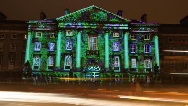 Le Trinité Collège situé à Dublin illuminé à loccasion des fêtes d'Halloween (Crédit photo DR)