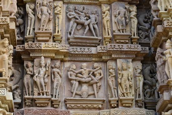 Khajuraho, sculptures érotiques temple Kandariya Mahadeva (Crédit photo Fabrice Dimier)