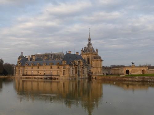 Le château de Chantilly sur son miroir d'eau (Crédit photo Catherine Gary)