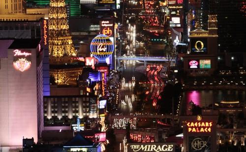 """Los Vegas  n'est qu'une succession de projets pharaoniques lancés souvent par de grandes  entreprises selon le principe du  """"toujours plus grand, toujours plus luxueux"""". tel l'édification du Caesar's Palace rendez-vous du show-business.  (Crédit Photo www.lasvegas.com)"""