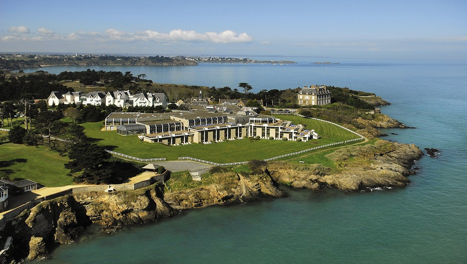 Novotel dinard thalassa sea spa un balcon de r ve sur for Piscine dinard
