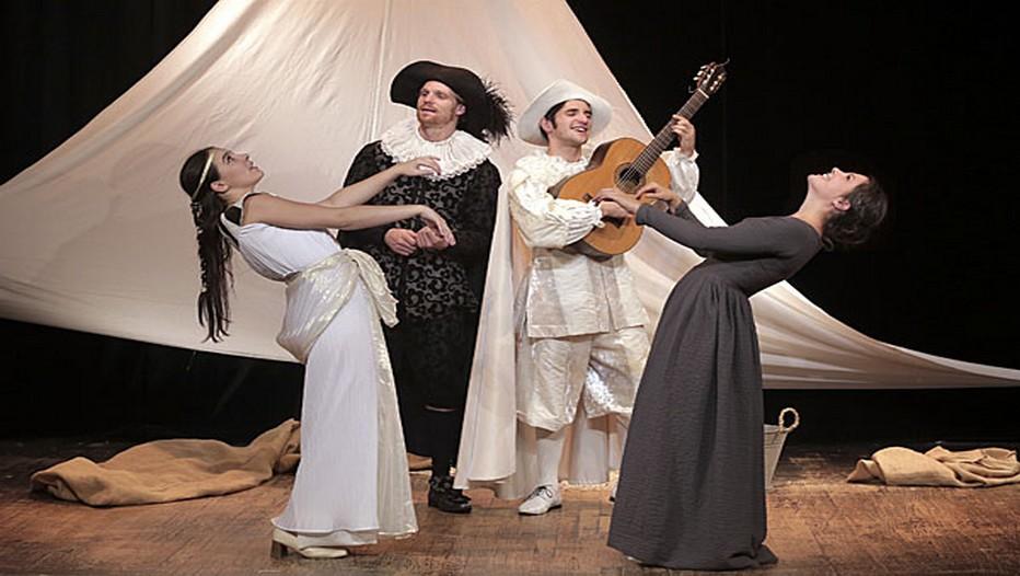 Les Fourberies de Scapin au théâtre Michel. Molière revisité par une équipe de joyeux drilles ! (©2014 Le Grenier de Babouchka )