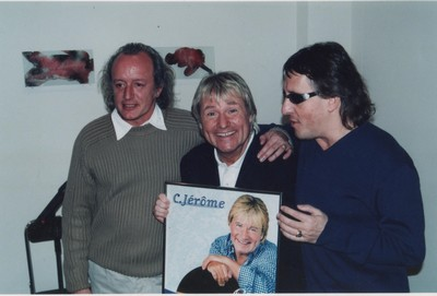 Remise d'un disque d'or aux côtés de Didier Barbelivien et de Gilbert Montagné.(Collection personnelle d'Annette Dhôtel, l'épouse de C. Jérôme)