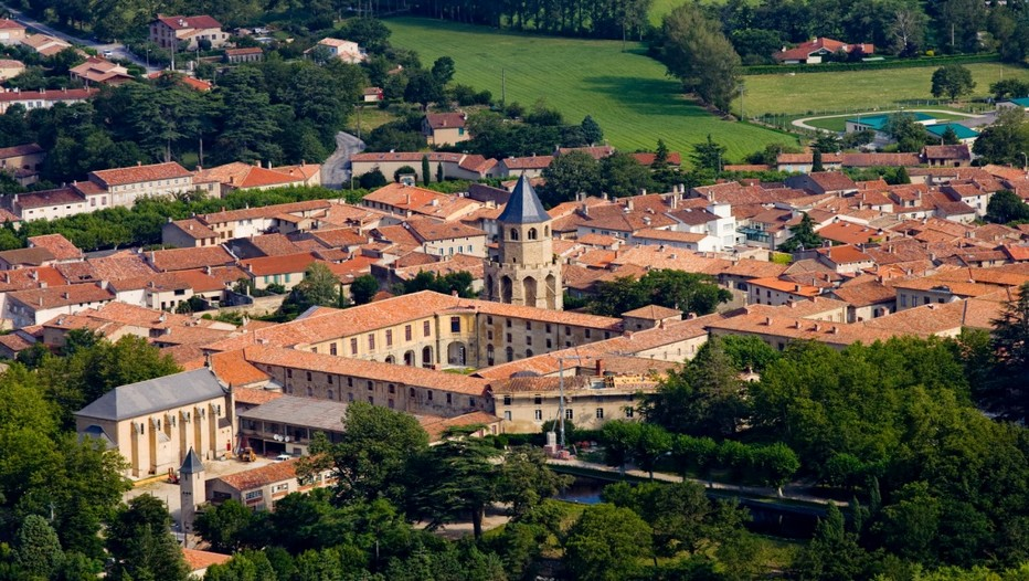 Vue d'ensemble de la ville de Sorèze dans le Tarn (Crédit photo L.Frézouls)