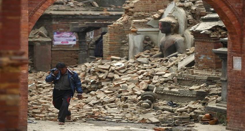 Dans le coeur historique de Katmandou, des temples et statues édifiées entre les 12ème et 18ème siècles ne sont plus que des tas de gravats.   En savoir plus sur http://www.lexpress.fr/diaporama/diapo-photo/actualite/monde/asie/seisme-au-nepal-les-images-saisissantes-d-un-pays-en-ruines_1674948.html?p=9#content_diapo#pfe5YlLXXiG2KlF6.99