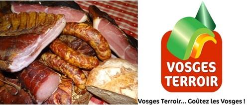 """De gauche à droite :  Les viandes fumées sont typiques de la gastronomie vosgienne. (Photo Bertrand Munier); Logo """"Vosges Terroir)"""