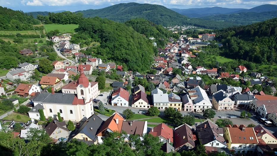 Au pied de la chaîne de montagnes des Beskydes, entre forêts profondes et vallées verdoyantes, Stramberk  en Moravie est située à l'extrême est de la République tchèque.  ©  David Raynal