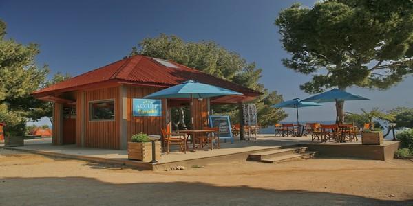 Camping Paradis est tournée sur la plage de la Saulce, une grande plage de sable fin située dans l'anse de Sainte-Croix à Martigues. © DR