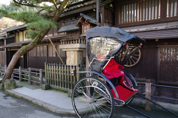 Un moyen de transport traditionnel pour découvrir  la ville de Takamaya (Crédit photo DR)