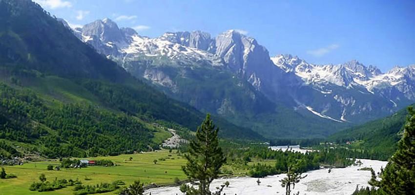 Le décor des magnifiques Alpes albanaises, le pays des aigles,( 2000m). Un circuit idéal pour les amoureux du trek ou de sports de glisse. © DR