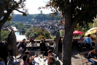 Fribourg, café du Belvédère au-dessus de La Sarine  © André Degon