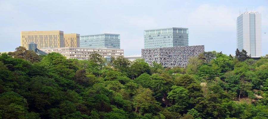 Des bâtiments résolument modernes hébergeant entre autres plusieurs institutions européennes se fondent dans la silhouette pittoresque de la ville.  © David Raynal