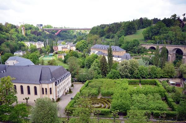 Dans le quartier du Grund, au pied de l'ancienne citadelle de Luxembourg, dans la vallée de l'Alzette, le Musée national d'histoire naturelle propose notamment aux enfants et aux adolescents une approche insolite de l'histoire naturelle, de l'évolution et de la biodiversité. (© David Raynal)