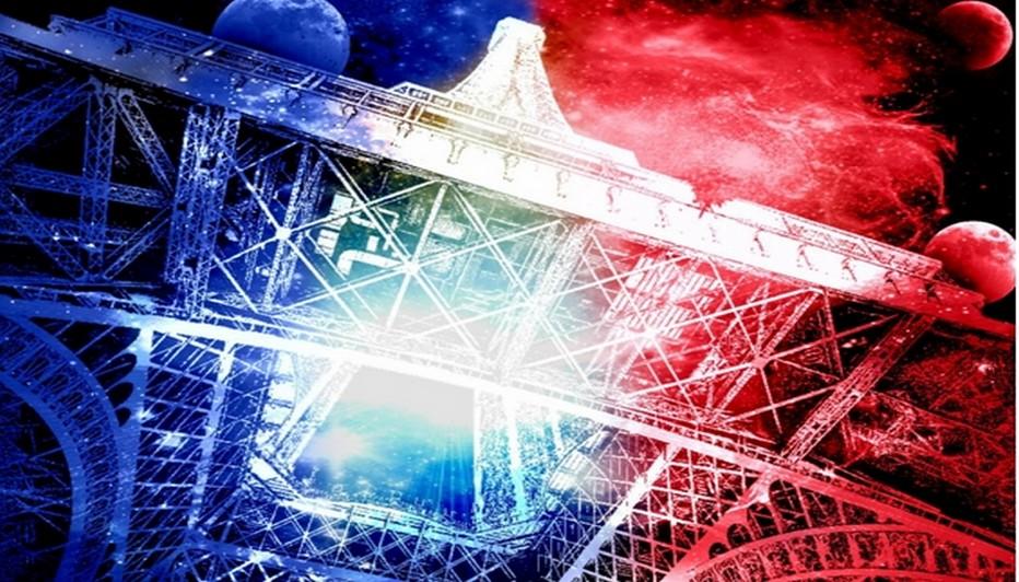 La Tour Eiffel affiche, depuis les attentats, les couleurs du drapeau français. (Copyright Jimmy pour wordpress.com)