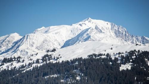 Les balcons du Mont-Blanc (Savoie – Saint-Nicolas-la-Chapelle) avec vue à 180° face au majestueux Mont-Blanc  © webCrespeau- vacances-ulvf.com