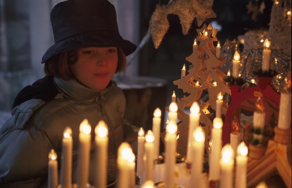 Marché de Noël à Luxeuil-Les-Bains. Et jusqu'au 20 décembre la ville se réunit autour de l'évènement :  la Fête la Table avec Ateliers culinaires, cooking shows, animations, marché de Noël, espace pour les enfants… © DR