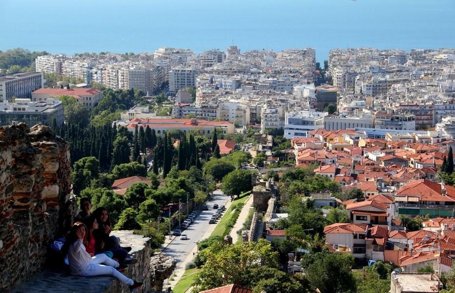 Thessalonique vue des remparts. Région peu connue du nord de la Grèce, la Chalcidique offre une grande diversité et un passé plein de richesses. © André Degon