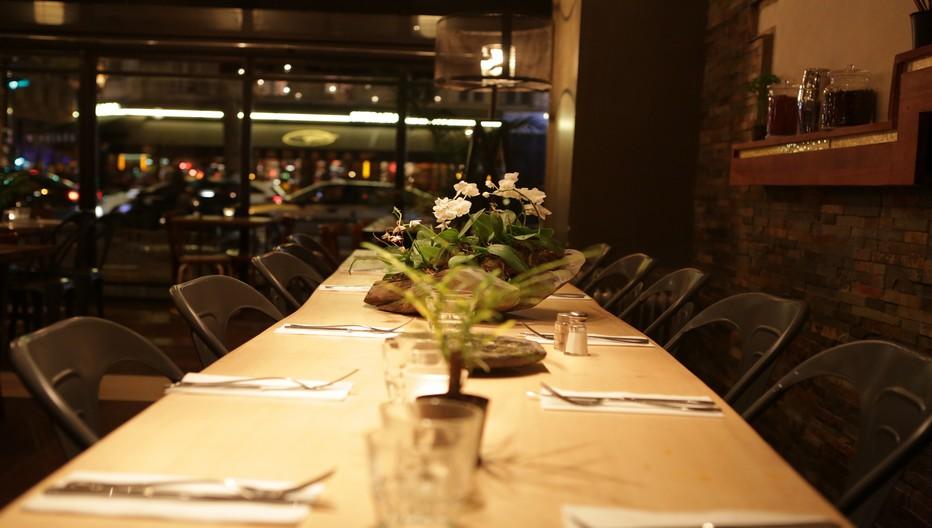 Salle du restaurant le Spicy Home Paris. Une ancienne brasserie récemment métamorphosée et devenue le rendez-vous branché du quartier des Halles. ©LESPICYHOMEPARIS