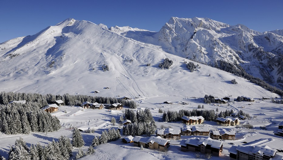 Le site skiable de Manigod en Pays-de-Savoie. ©Labellemontagne. P-Lebeau