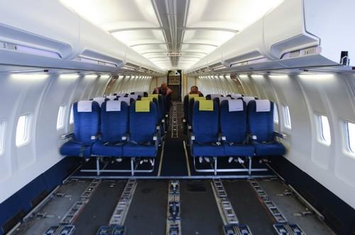"""Le Boeing 737 """"Quick Change"""" qui possédaient un sur-plancher escamotable dans leur cabine passagers , démontable en 40 minutes environ, permettant ainsi l'emport de cargo ou de fret express. © canalblog.com"""