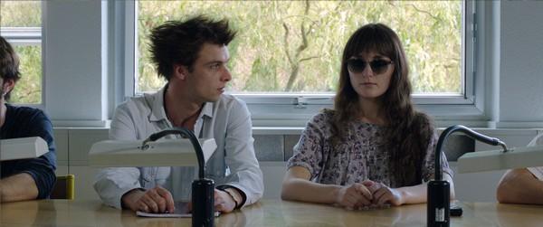 Ion, (Kaou Langoët), un étudiant en géographie est amoureux de Lydie, une camarade d'université aveugle (Manon Evenat).