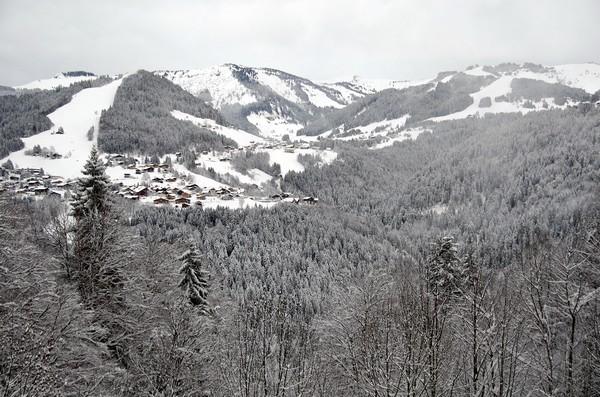 Les Balcons sont situés entre le Mont Blanc et la Chaîne des Aravis à proximité de la station village de Flumet et de son bourg historique.© David Raynal